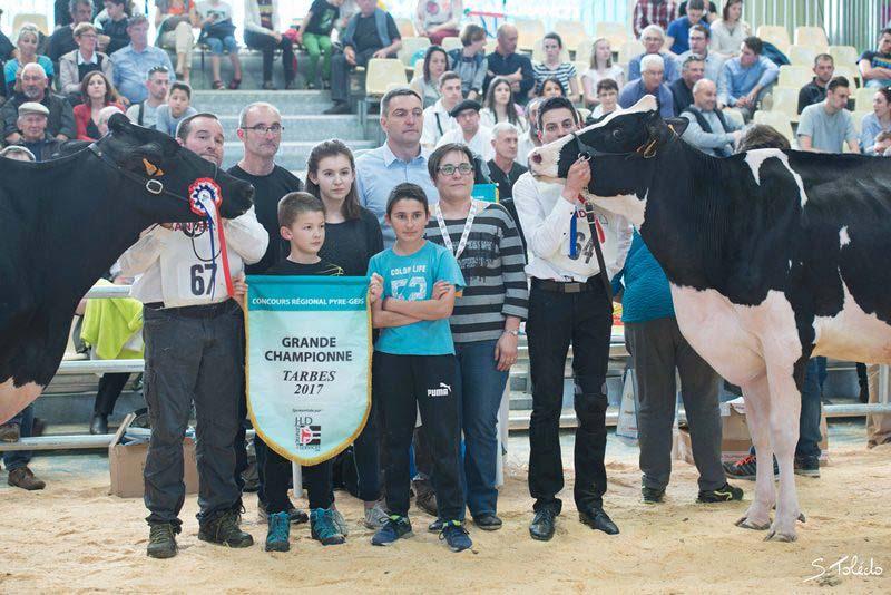 La Grande Championne et sa réserve avec les éleveurs propriétaires